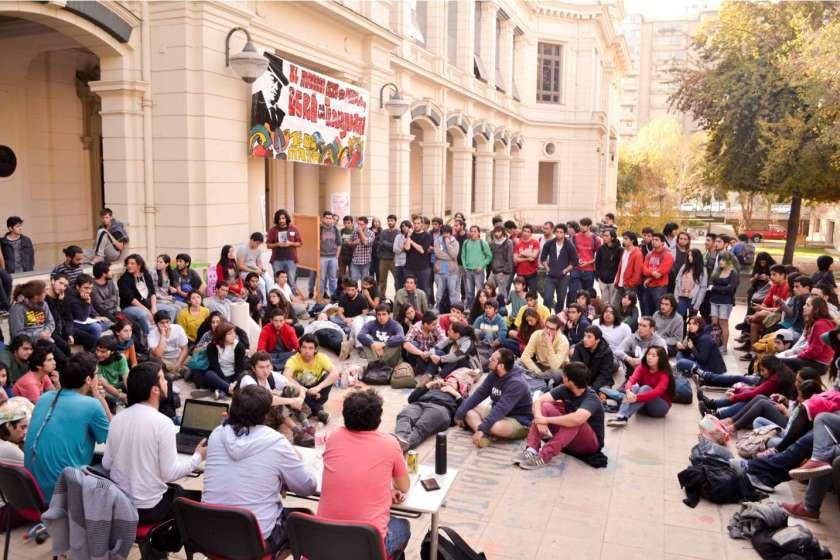 EstudiantesFCFMprevioParored